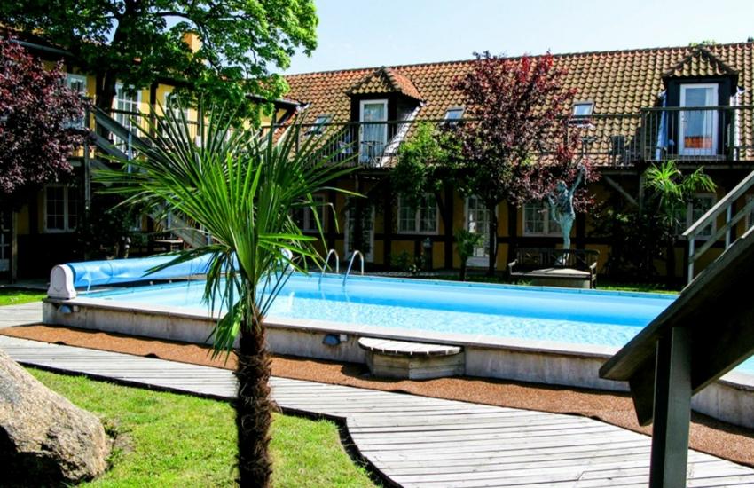 pool_fra_lejlighed_1