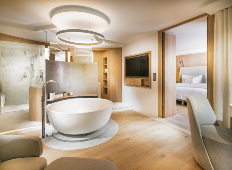 2 – Bathroom Spa Suite