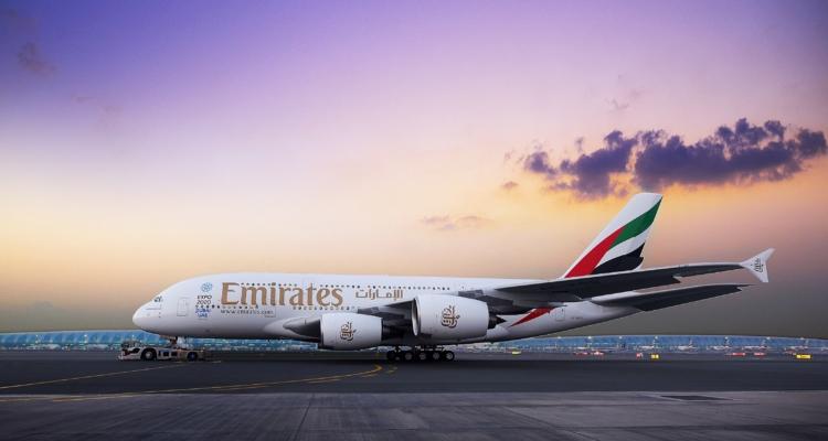 Her-Går-Det-Godt-på-Business-Class-med-Emirates - Two-class-A380-exterior-shot.jpg