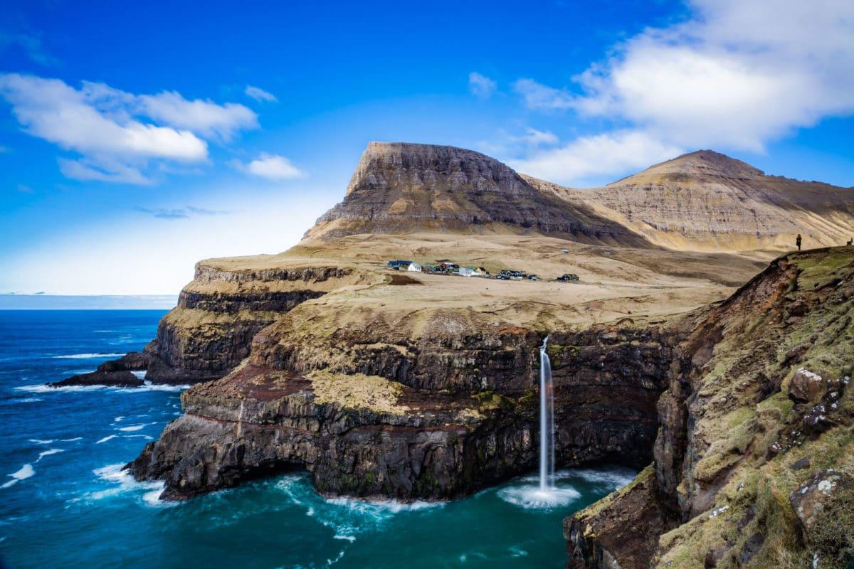 Forelsket-i-Færøerne - anhede-faroe-islands-gasadalur.jpg