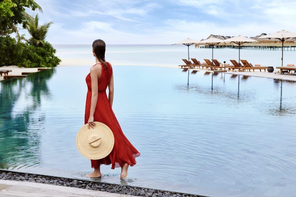 Joali,Maldiverne - Mura-Bar-Pool.jpg