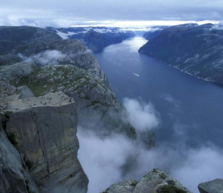 Michelle-Kristensen-Rogaland-Norge - Preikestolen-i-Stavanger-Pulpit-Rock-062003-99-1082_1500.jpg